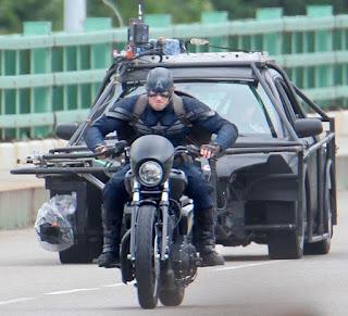 http://1.bp.blogspot.com/-pTysbmrVMAU/Ub5vgZG8MfI/AAAAAAAAAH0/F9Ngrhla7NQ/s320/Captain-America-2-Film-set-pic+(8).jpg