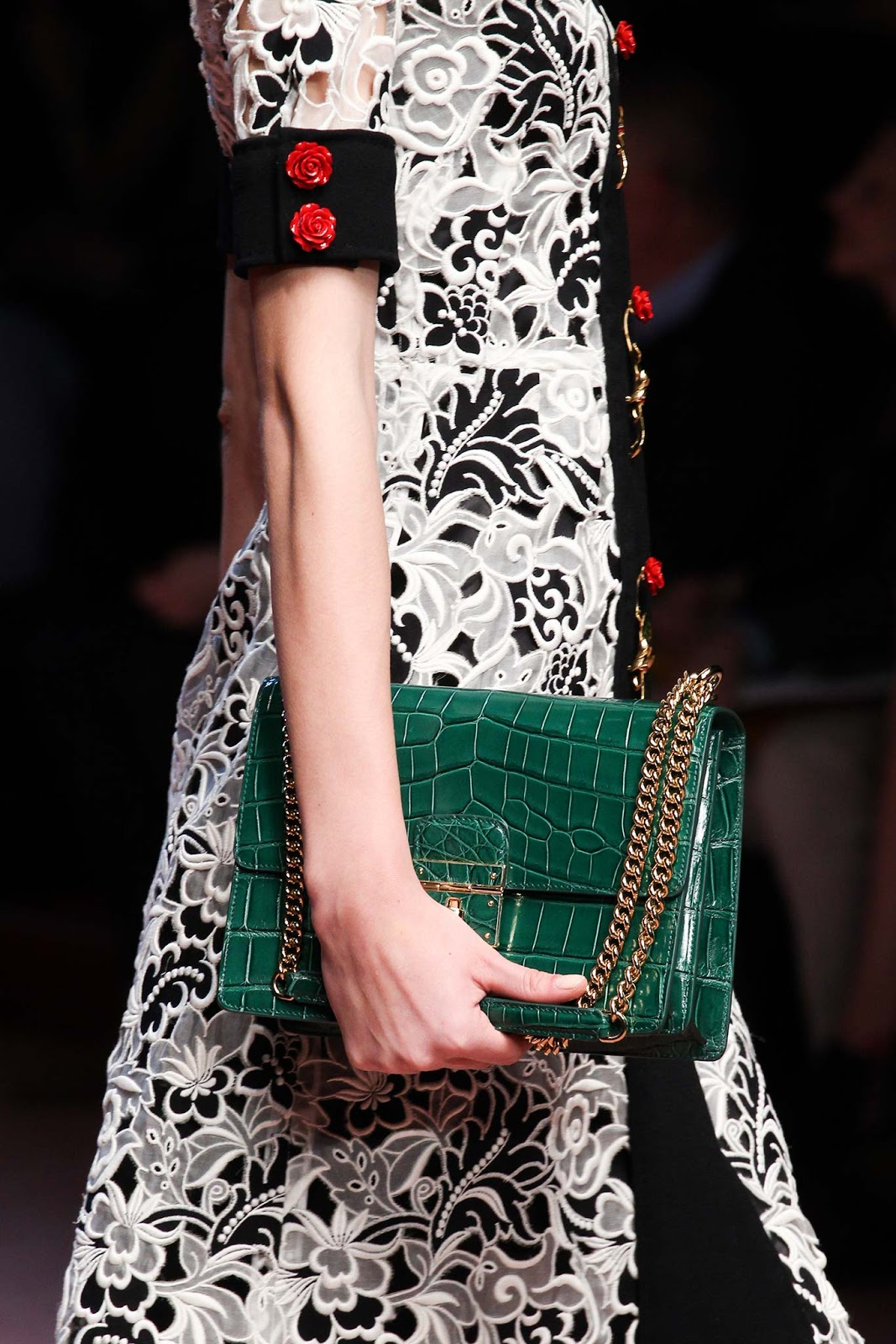 Fall 2015 accessories trend report / best bags / investment bags / crocodile accessories trend at Dolce&Gabbana Fall/Winter 2015 via fashionedbylove.co.uk, british fashion blog