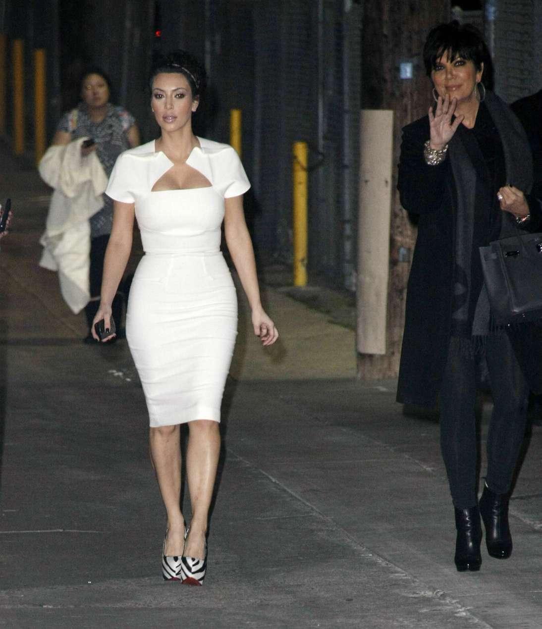 http://1.bp.blogspot.com/-pU-7cTZSO4g/Tca9C2GxRrI/AAAAAAAAF6w/Q9H9NQHeUjQ/s1600/kim_kardashian_04.jpg