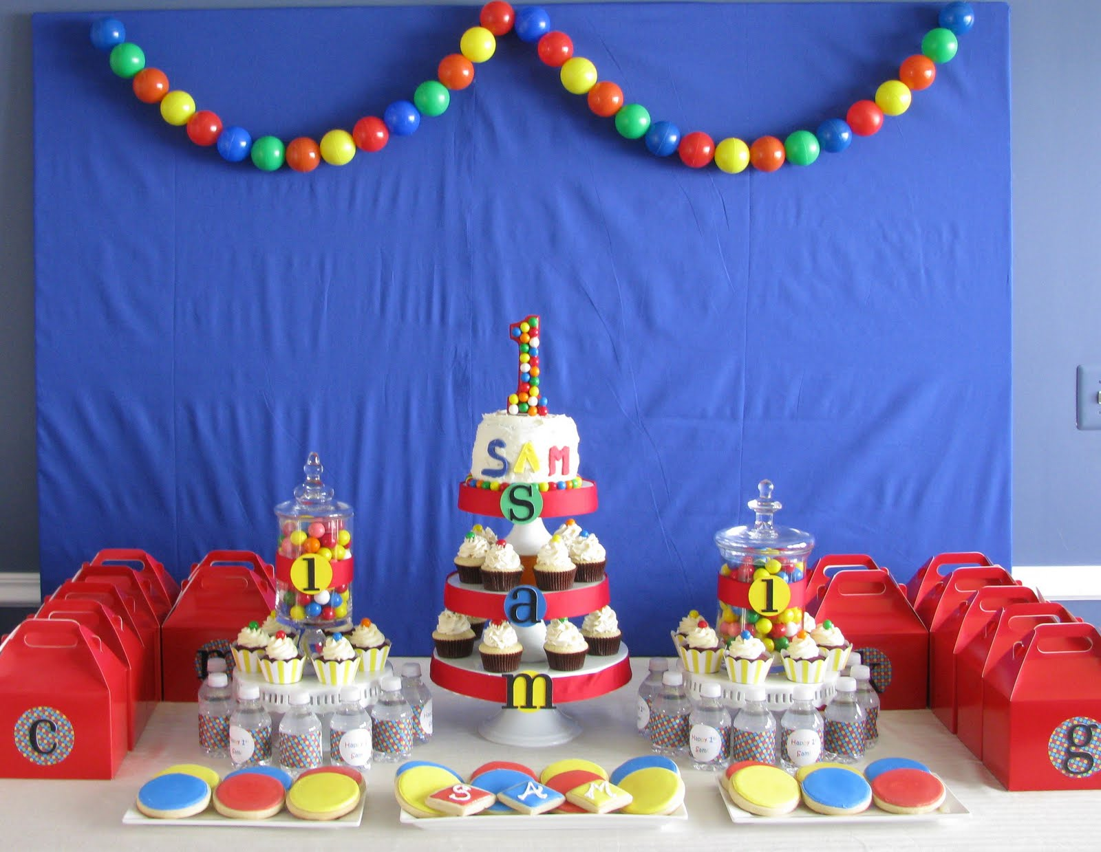 Sheek shindigs a bouncing baby boy 39 s 1st birthday celebration for Baby birthday decoration images
