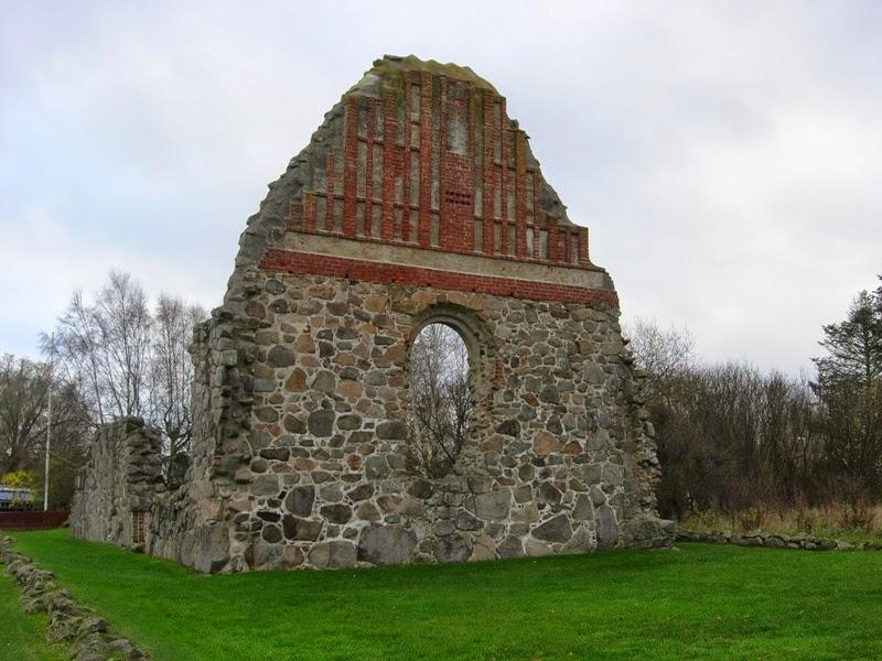 La vecchia chiesa di Vä