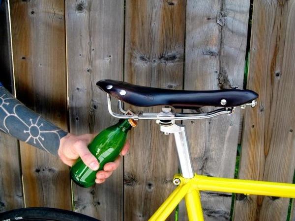 http://1.bp.blogspot.com/-pUNfVCqdtYo/UONNC_9SxBI/AAAAAAAAAyA/bGsxewjpIH4/s1600/bike+beer+3.jpg