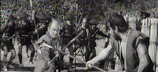 Toshiro Mifune Rokurota Makabe Fortaleza Escondida duelo naginata