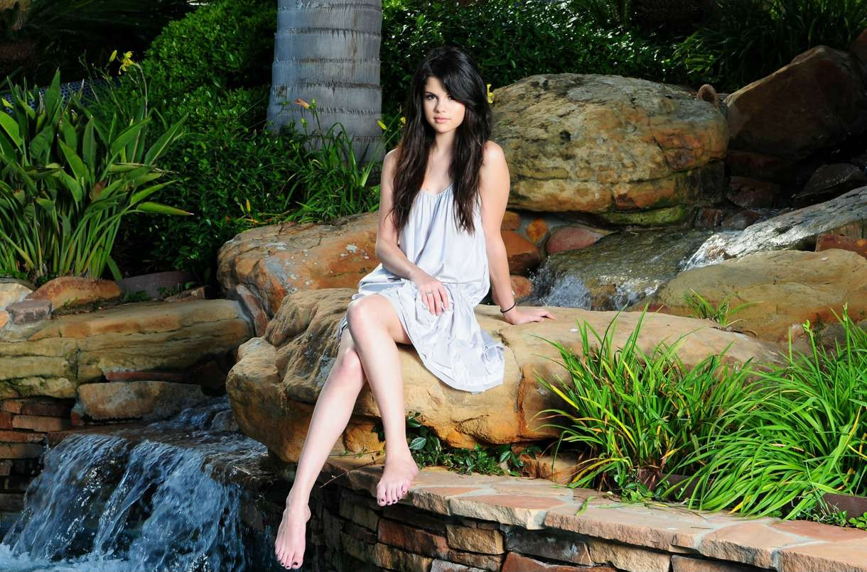 http://1.bp.blogspot.com/-pUS1L3_Rsyg/TwITTfyhcRI/AAAAAAAAB64/gvKM8YGxkaM/s1600/Selena+Gomez+Photoshoot+2012+Selena+Gomez+hot+2012+Selena+Gomez+pics+2012+Selena+Gomez+2012+Selena+Gomez++photo+shoot+ydurrani.blogspot.com+%25286%2529.jpg