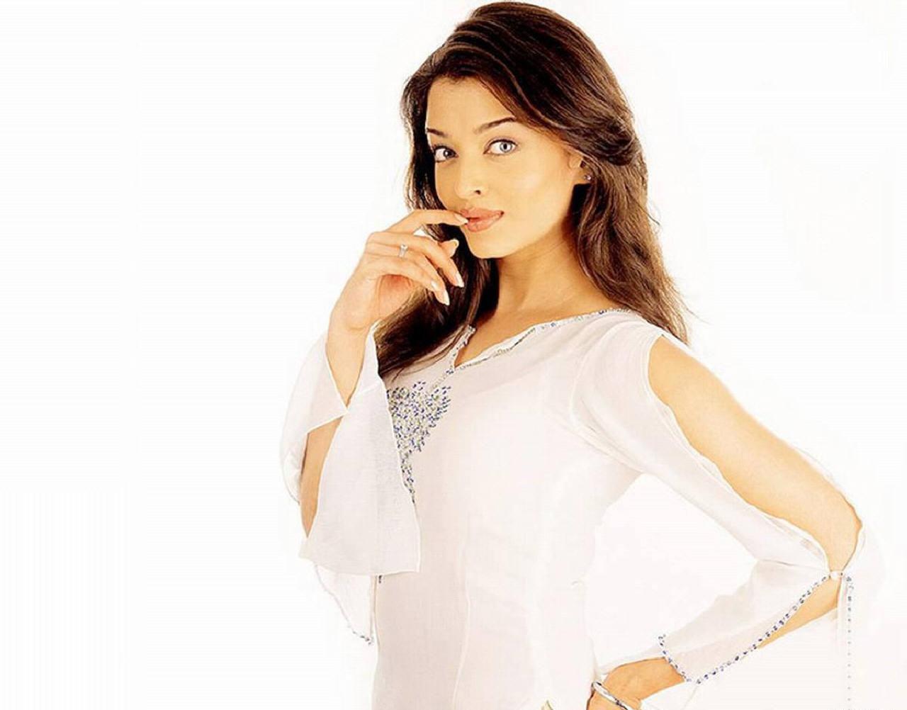 http://1.bp.blogspot.com/-pUfYFYINkMw/TcgZ1cN5dUI/AAAAAAAAAF4/Hzc0P32UDt4/s1600/Aishwarya-Rai-026-745304.jpg
