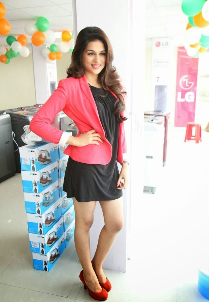 Telugu Actress Shraddha Das Photos in Skirt at Yes Mart Opening