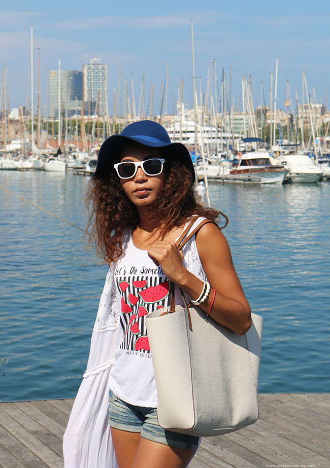 Blue hats and white kimnonos at Port Vell Barcelona