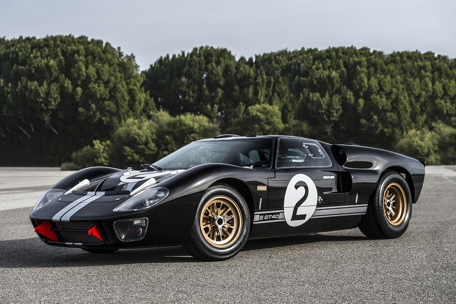 Gt40 50th Anniversary By Shelby And Superformance Is One Special Replica Carscoops Com