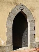 Porta d'entrada a la capella de Can Rabassa