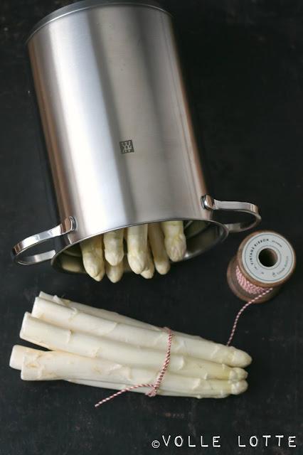 Lauwarmer Spargelsalat mit Ciabatta, Thunfisch und Basilikum