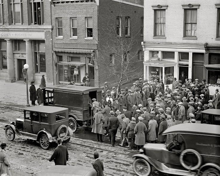 vintage everyday: Police Raid, 1925