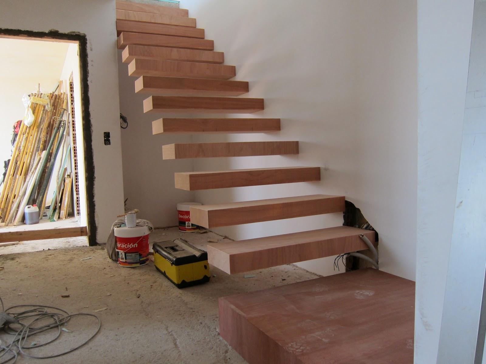 Carpinter a y toneler a escalera al aire - Escaleras con peldanos de madera ...