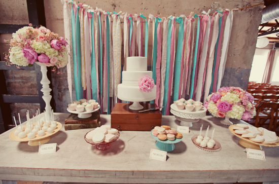 Cortinas De Baño Frikis:Dessert Table with Streamers