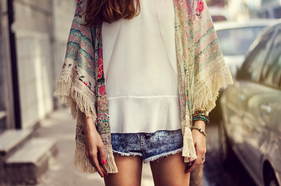 istanbul streetstyle, russian fashion blogger, kimono outfit, denim topshop look, summer long hair, fashion details, summer editorial