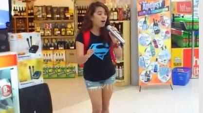"""9x từ """"thánh karaoke"""" gây sốt thành ca sĩ chuyên nghiệp"""