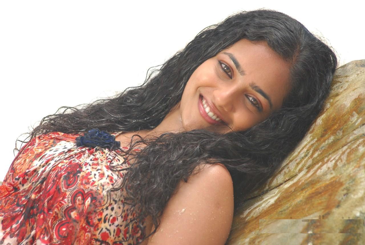 hollywood hottest: telugu actress nitya menon hd wallpapers