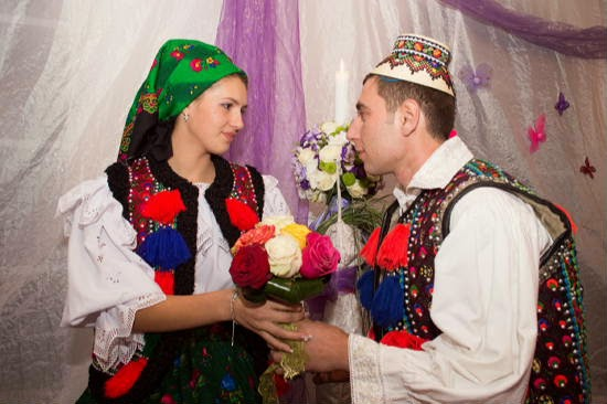 http://amintiriletale.blogspot.ro/2014/11/ileana-si-marian-costume-nunta-maramures.html