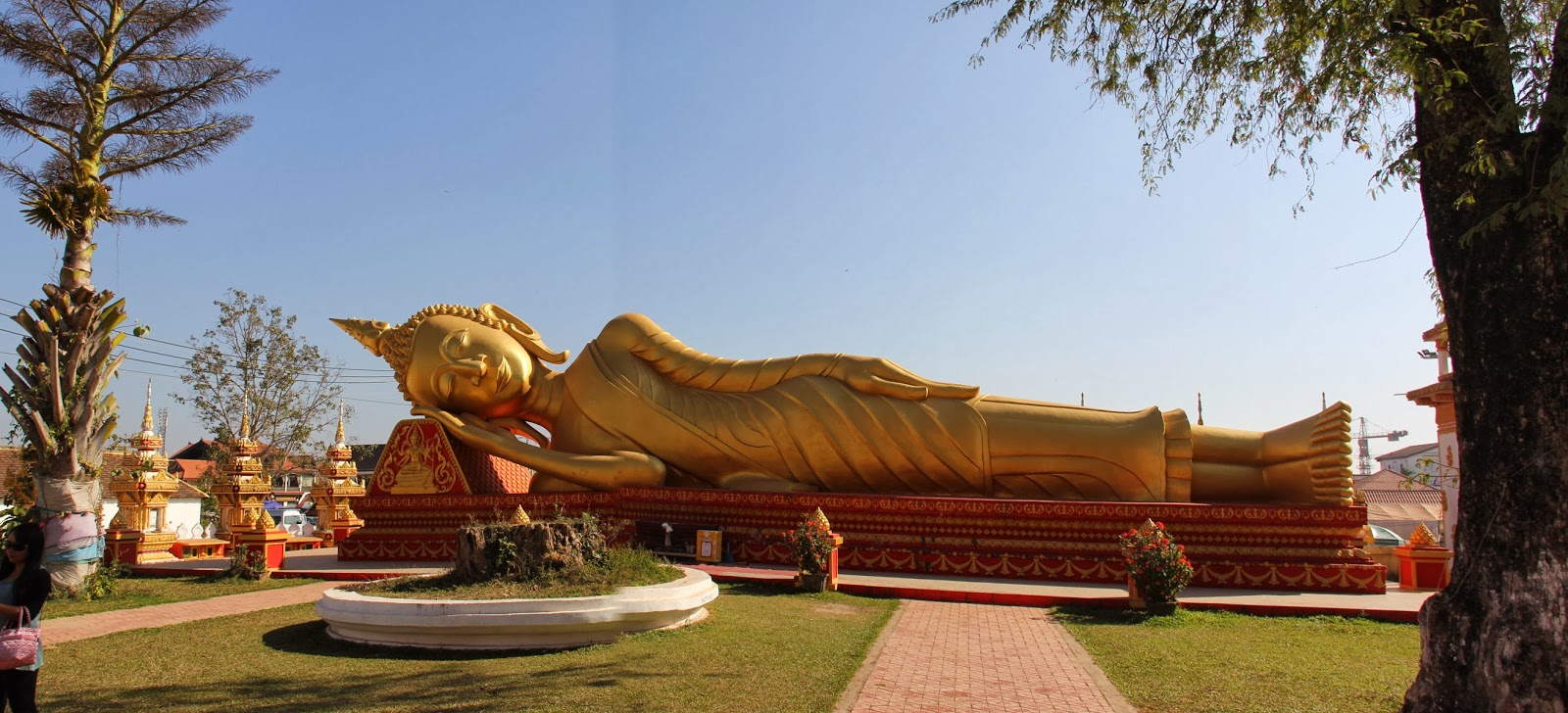 The huge golden reclining Buddha was a special sight in Vientiane!