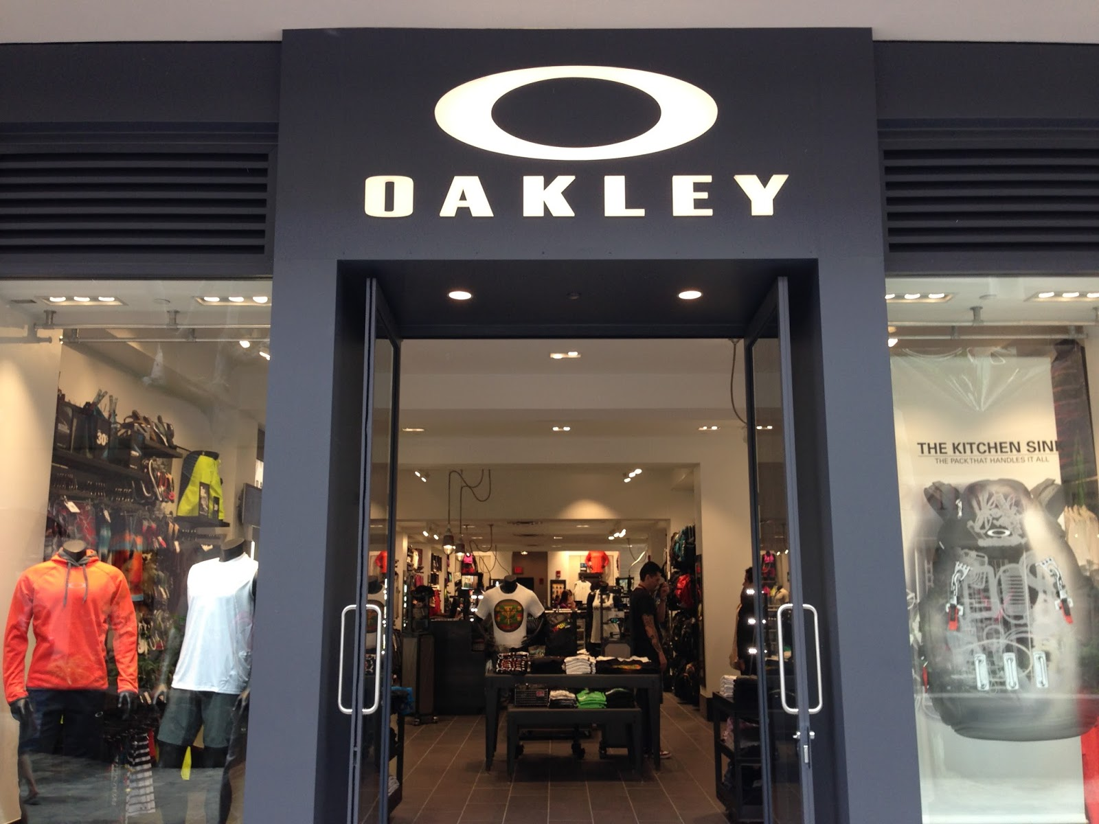 oakley factory store location louisiana bucket brigade. Black Bedroom Furniture Sets. Home Design Ideas