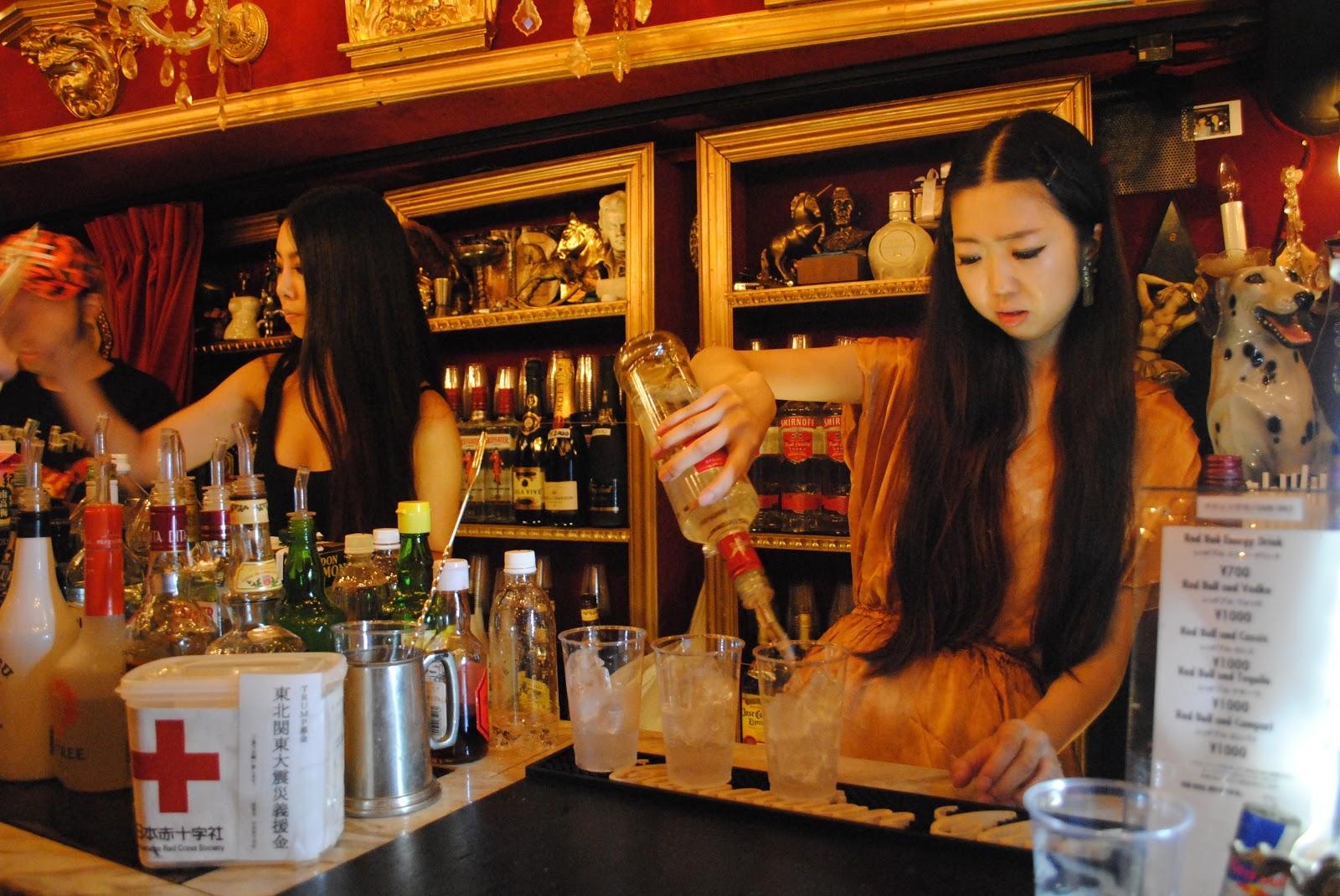 TOKYOPLAY: Trump Room Shibuya - Chandeliers Not Drinking Beers