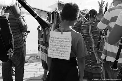 niño con partitura en guelaguetza Oaxaca