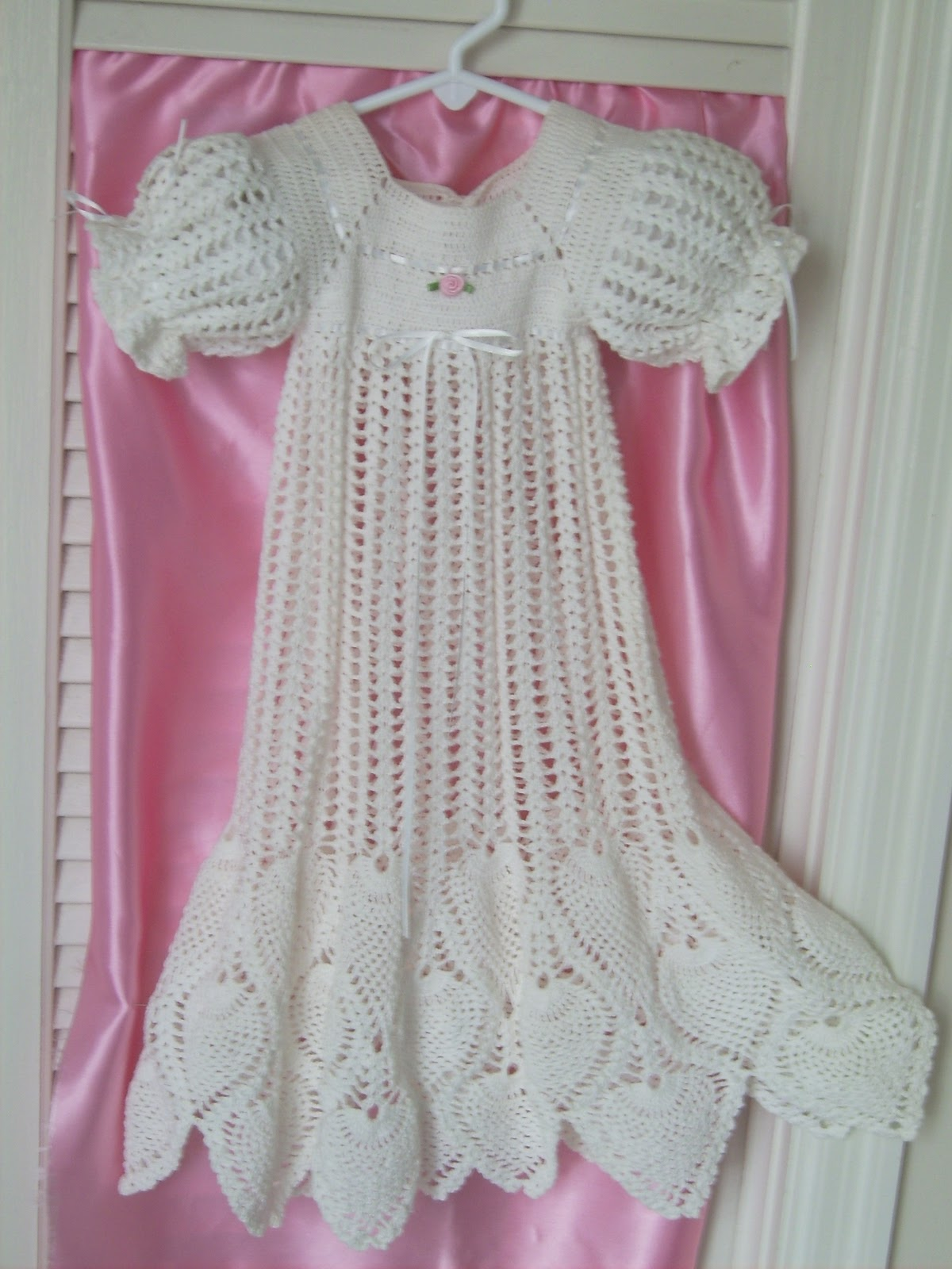 Crochet Pattern For Christening Gown : antiquebeginnings: Hand Crochet Pineapple Christening Gown