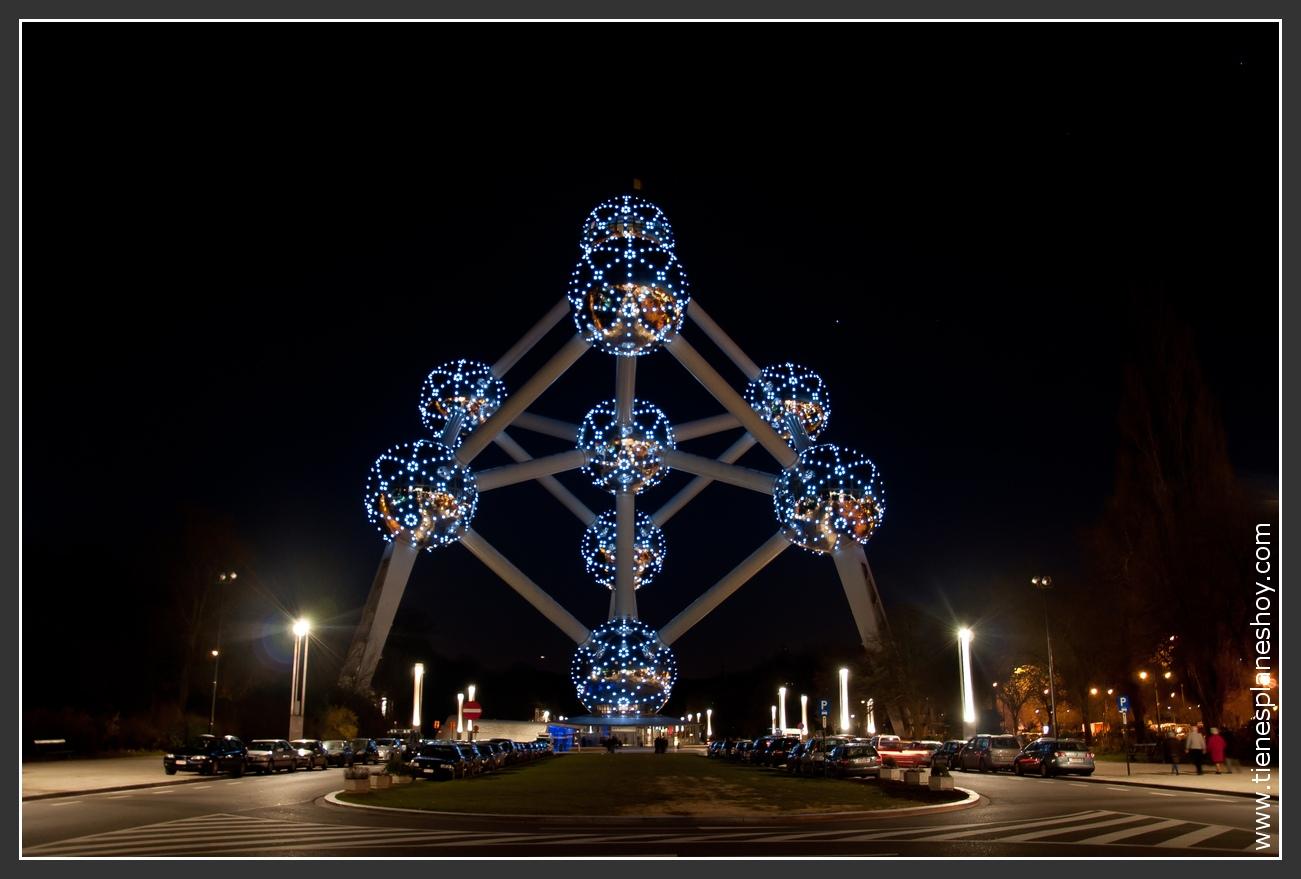 Atomium noche