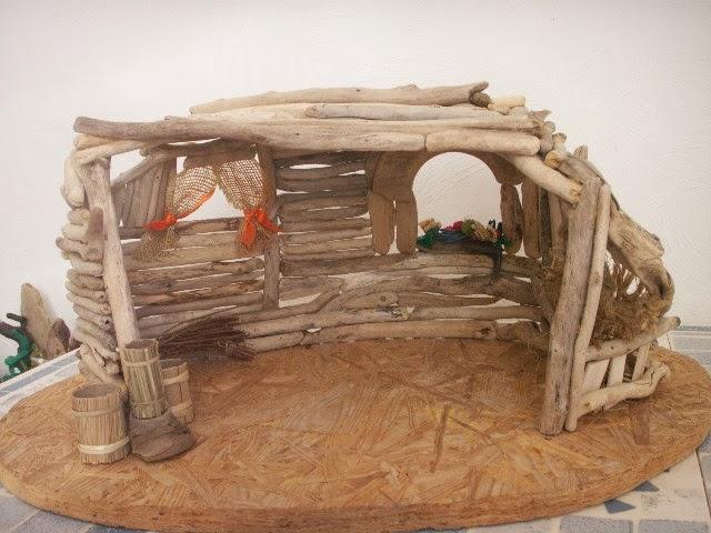Peinture et bois flott objets de circonstance - Fabriquer une creche de noel en bois ...
