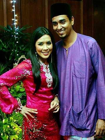 Gambar Azad Jasmin dan Eira Syazira Majlis Pernikahan Perkahwinan Resepsi Ditaja
