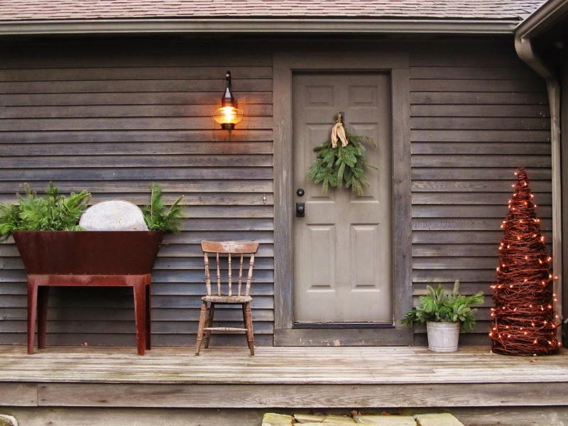 1000 images about christmas primitive colonial for Colonial front porch ideas