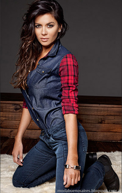 Una combinación que reinventa la clásica camisa de jean, a la que se le suman mangas a cuadros, en la colección Taverniti otoño invierno 2014.