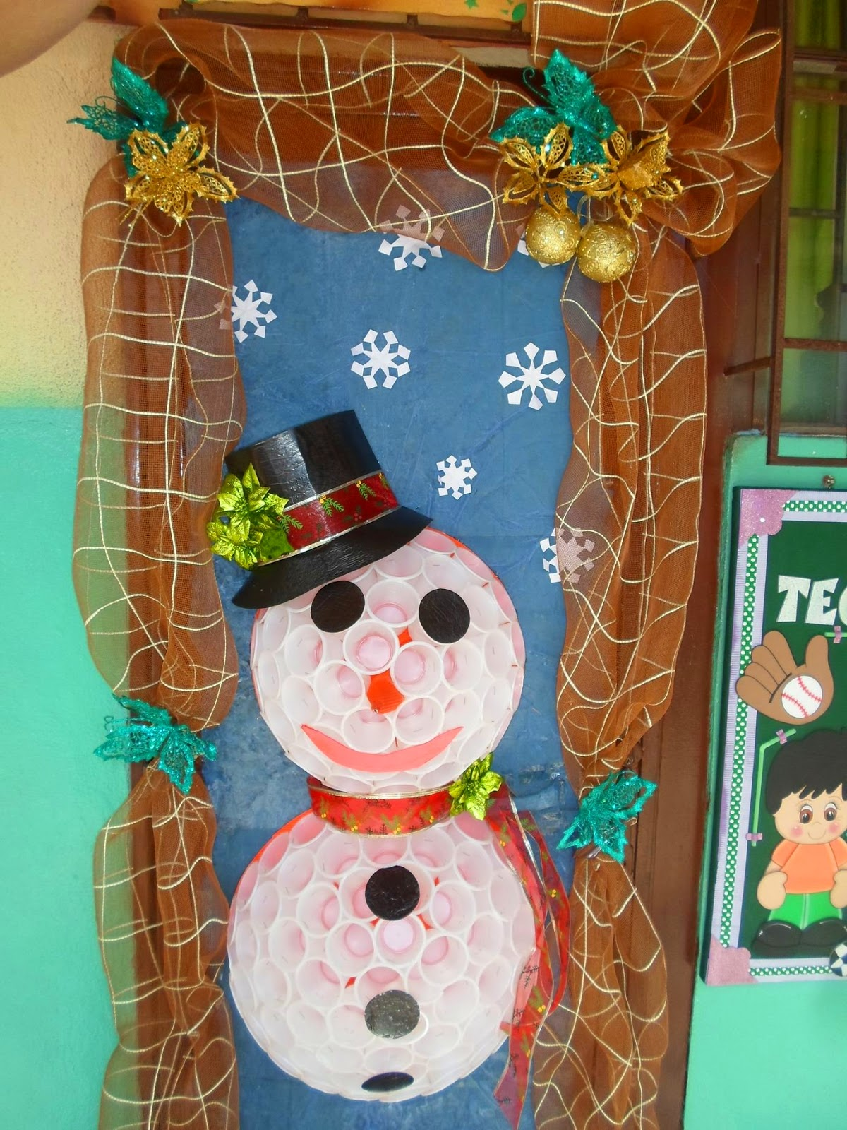 Talento deportivo bolivar for Puertas decoradas navidad material reciclable