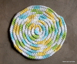Swirls and Sprinkles: Free round crochet dishcloth/washcloth pattern.