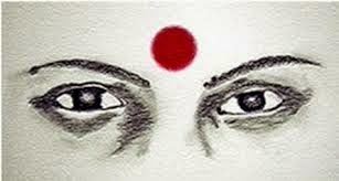 Indian-women-have-red-dot-on-their-forehead