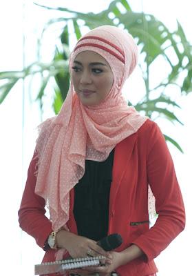 hijab cantik nuri maulida 1 Hijab Cantik Ala Nuri Maulida