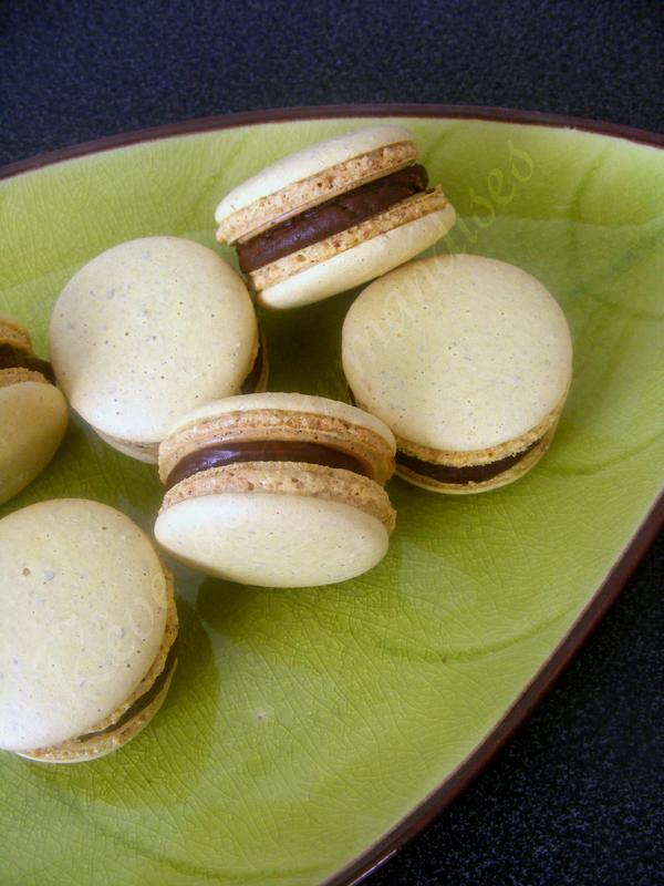Reve De Gourmandises 2 Macarons Chocolat Banane Caramelisee De C