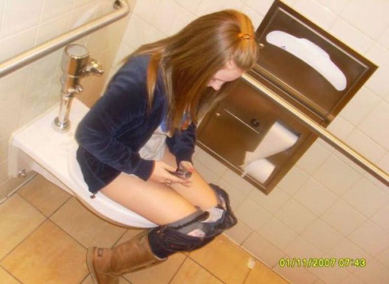 как писают в туалете школа девушки видео лучшее порно 10