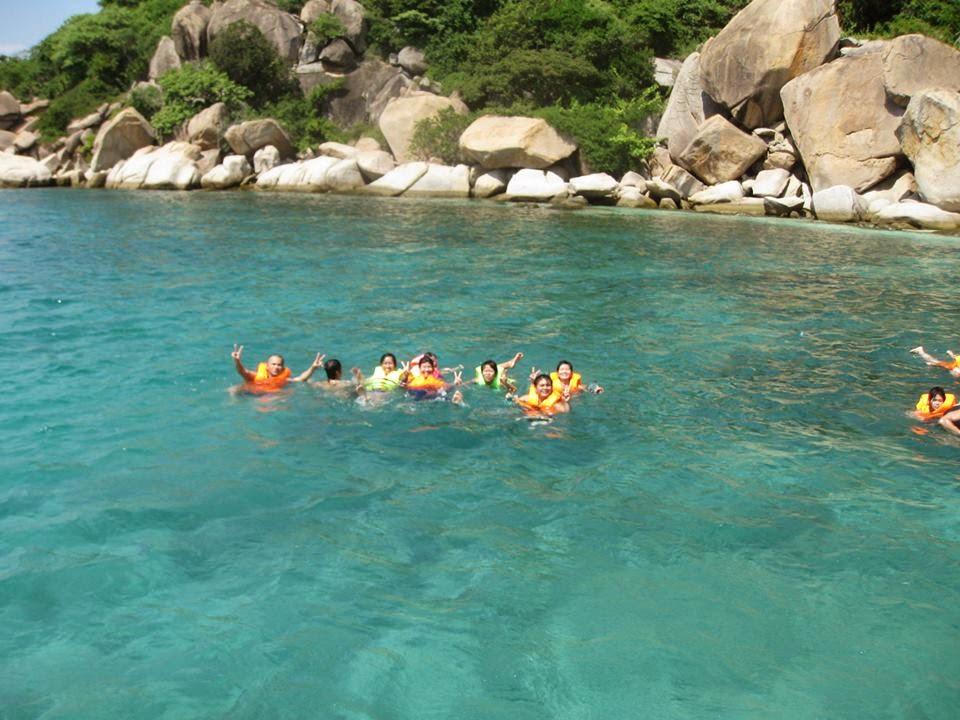 Tắm biển ở Bình Ba