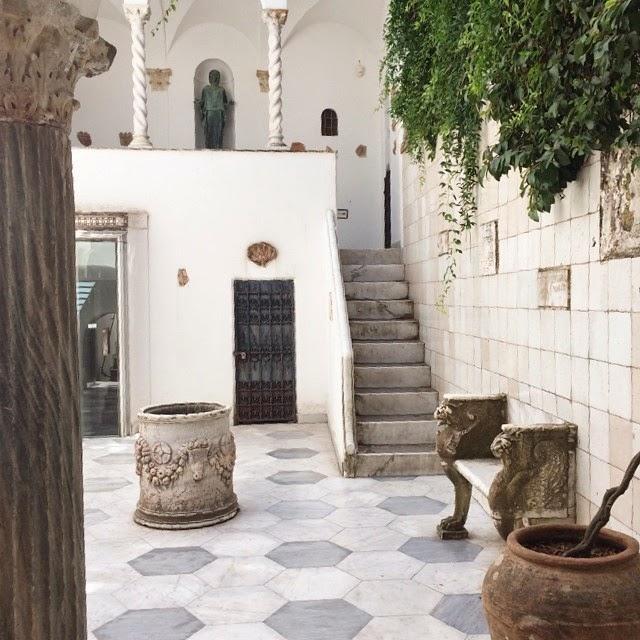 chic in capri villa san michele interior design. Black Bedroom Furniture Sets. Home Design Ideas