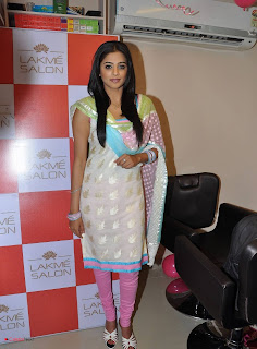 Priyamani Pictures in Salwar Kameez at Lakme Salon Launch at Secundrabad  0010