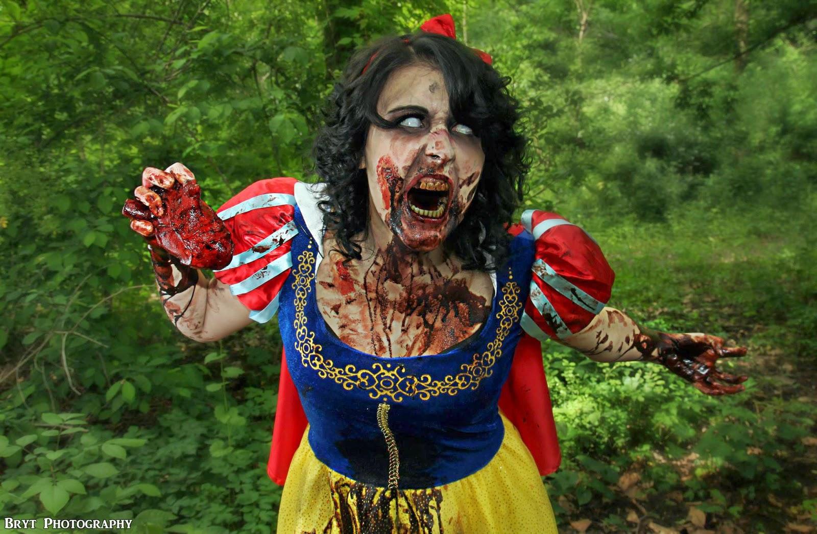 cosplay féminin de Blanche-Neige Zombie debout