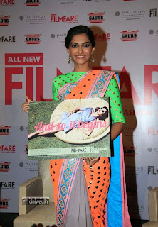 Sonam-Kapoor-Stills-at-Filmfare-Makeover-Issue-Launch