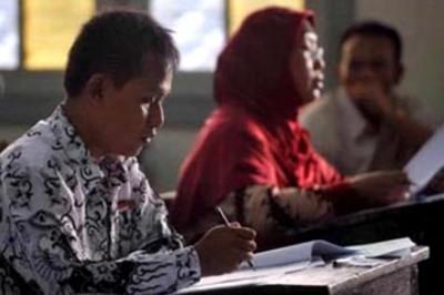 Guru adalah salah satu komponen penting di sekolah selain siswa.