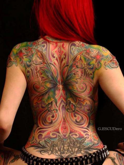 Tatuagens Femininas de Asas Coloridas nas Costas