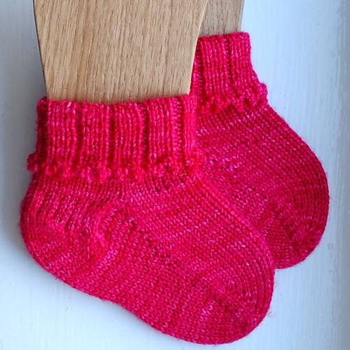 Heidi bears phalanges is a little lace sock knit toe up that has a short row heel and boasts a gorgeous little folded picot cuff fandeluxe Gallery