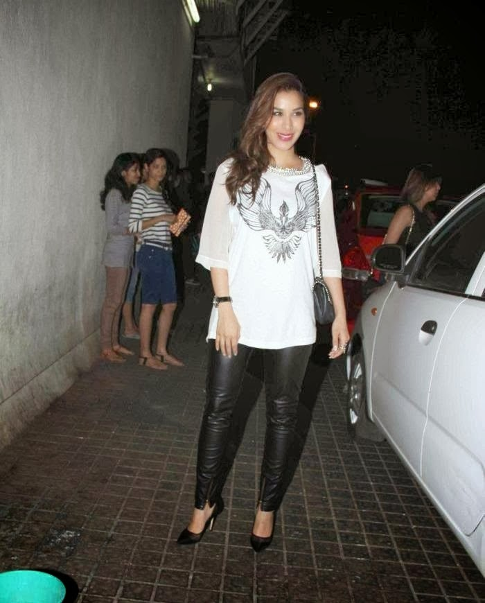 Sophie Choudry looks hot in black tight pants