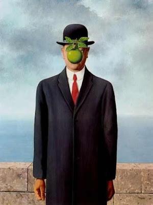 """1964年,比利時超現實主義畫家瑪格利特創作了一幅在後世廣為流傳的經典畫作《人子》(又名《戴黑帽的男人》)。薄霧彌漫的背景前,一位身穿黑色西服、頭戴黑色禮帽的男士靜靜站立,他的面部則被一隻綠色的蘋果完全擋住,給欣賞者留下了無限的想像空間。 實際上,不僅僅是《人子》,這位大師的其他作品中也經常可以看到畫中人物的面孔被遮擋起來。對於這種創作習慣和創作風格,瑪格利特曾解釋道:""""我們眼前看到的事物,底下通常還隱藏著別的事物,人們對眼前清楚易見的事興趣不大,反而會想知道被蓋住的是什麼東西。"""" 也許正是被畫作中彌漫的神秘感所吸引,一直以來,很多收藏家都希望能將瑪格利特的畫作收為己有。"""