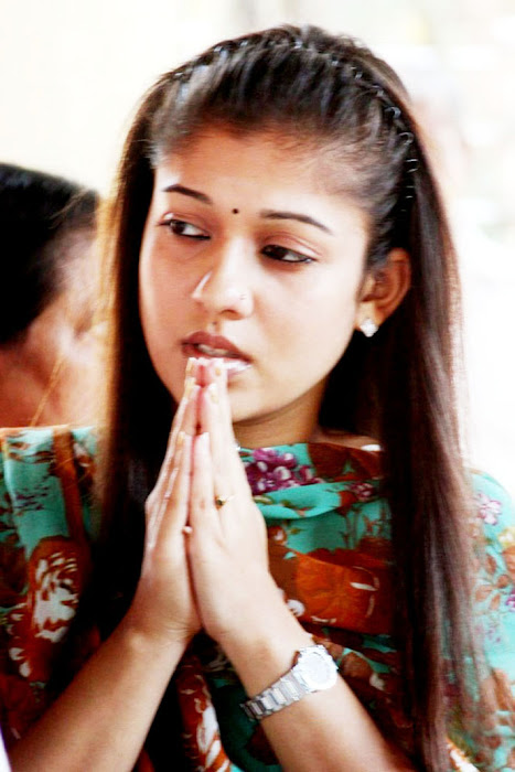 Nayantara at Chettikulangara Temple photos movie photos
