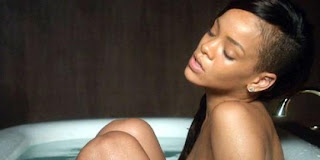Rihanna Telanjang di Video klip 'Stay'