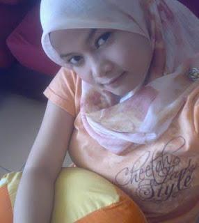 Gambar Bogel July 22 Awek cun bertudung seksi baju ketat seluar sendat body slim bontot lentik ayu menggoda HOTS!   Melayu Boleh.Com